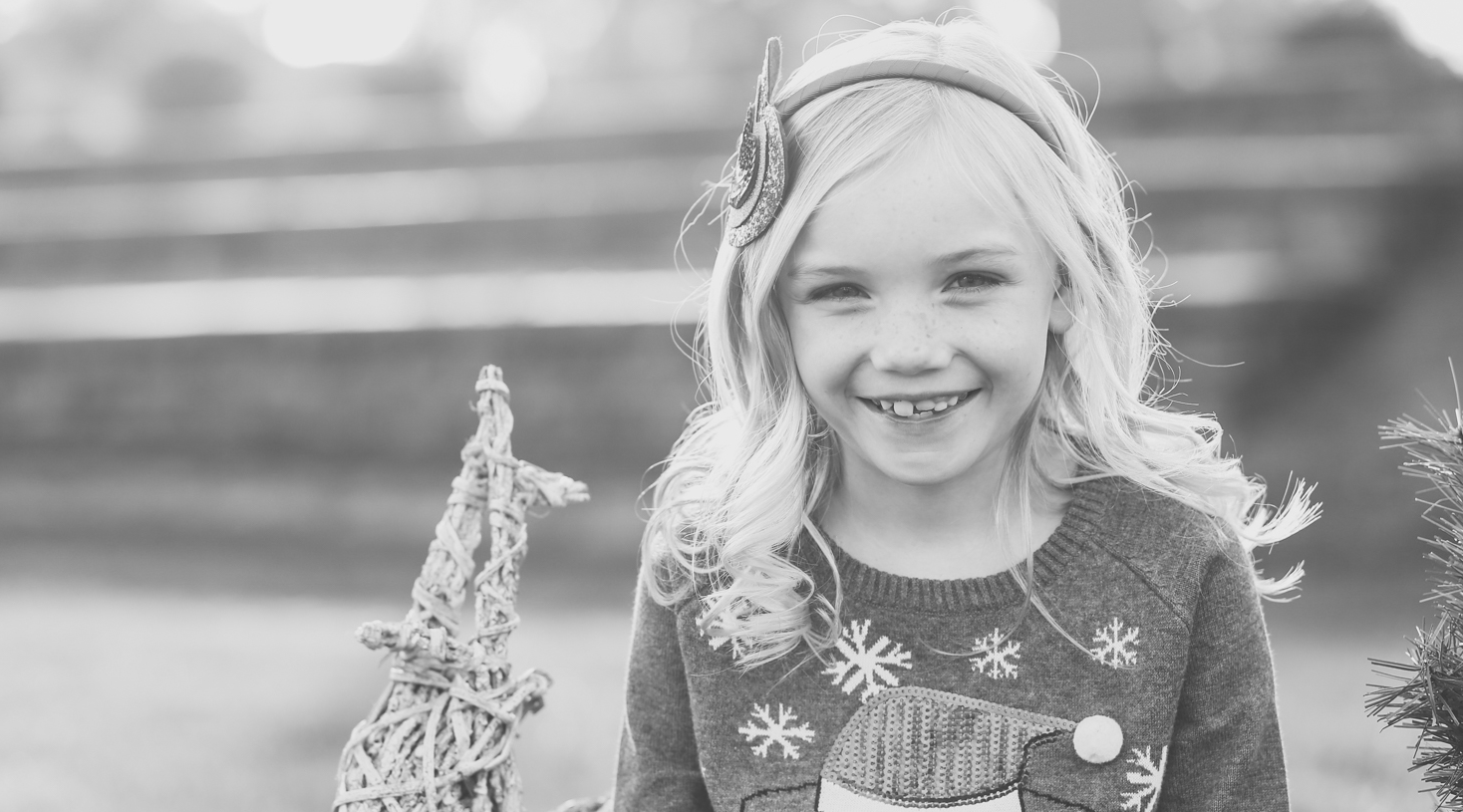 capture-your-family-and-children-during-the-holiday-season-in-phoenix-az-with-danielle-jacqueline-photography-while-getting-your-home-cleaned-by-maid-to-be-clean